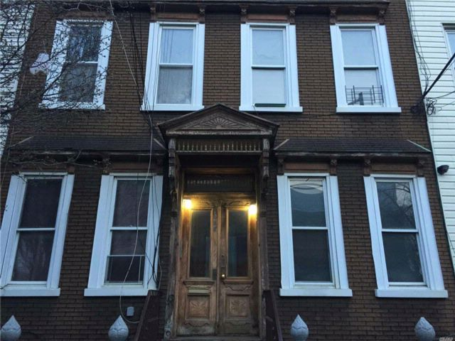 8 BR,  4.00 BTH Other style home in Ridgewood