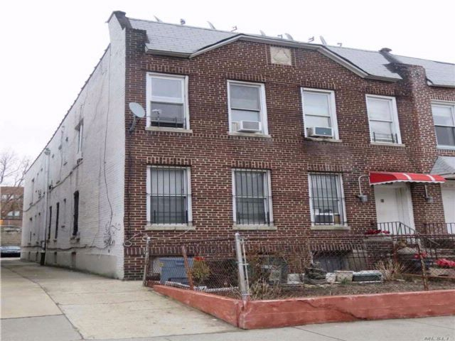 7 BR,  4.00 BTH 2 story style home in East Elmhurst