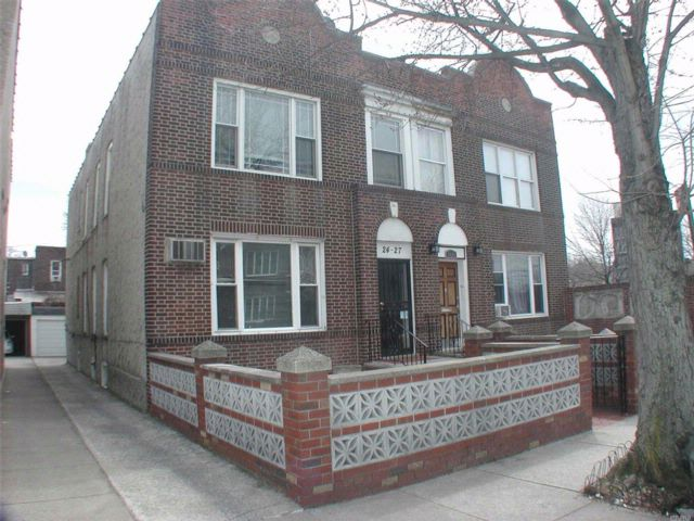 4 BR,  3.00 BTH 2 story style home in Astoria
