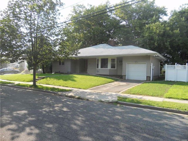 3 BR,  2.00 BTH Exp ranch style home in Freeport