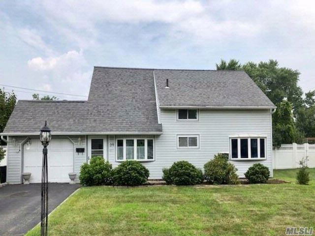 5 BR,  2.00 BTH  Exp cape style home in Hicksville