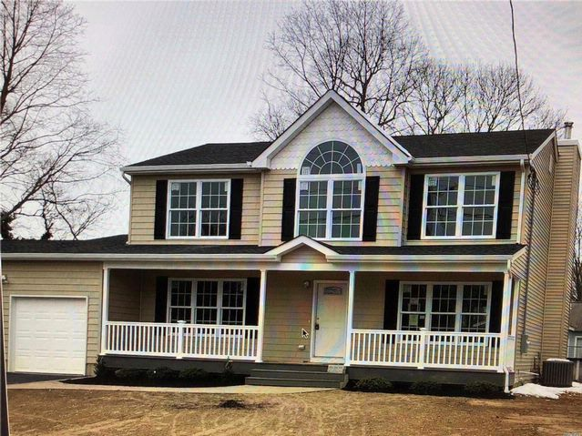 4 BR,  2.50 BTH  Colonial style home in Farmingville