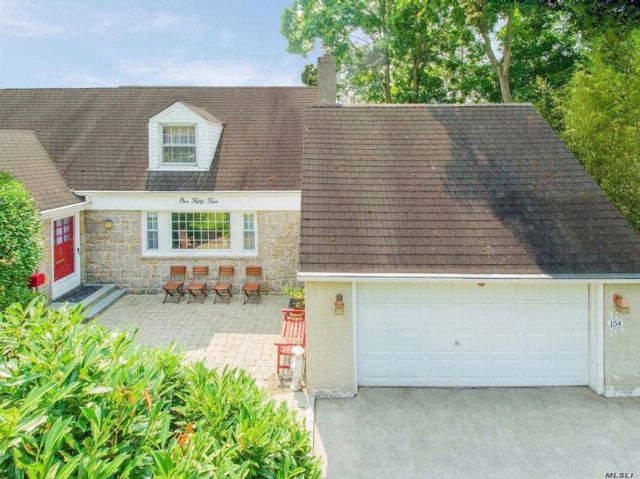 4 BR,  3.00 BTH Exp cape style home in East Williston