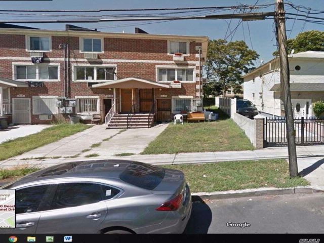 5 BR,  2.00 BTH  Contemporary style home in Far Rockaway