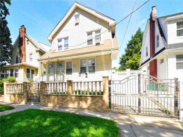 7 BR,  3.00 BTH Colonial style home in Hollis