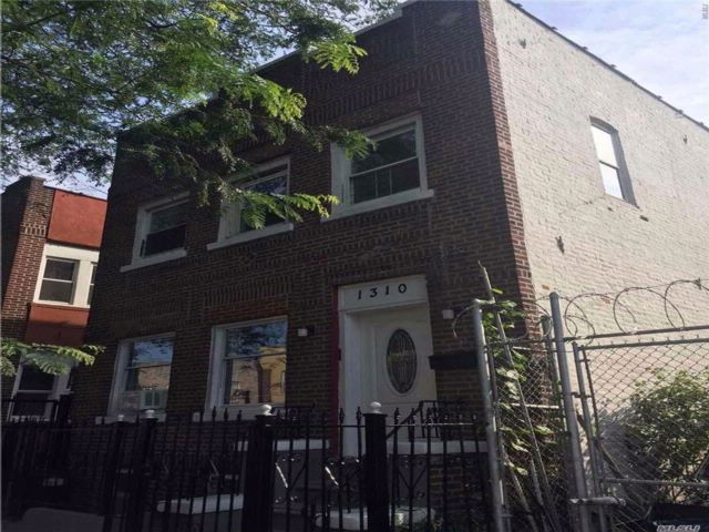 7 BR,  4.50 BTH Hi ranch style home in Soundview