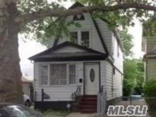 3 BR,  2.00 BTH 2 story style home in St. Albans