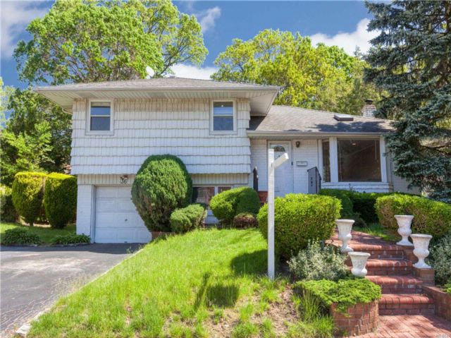 4 BR,  2.00 BTH Split style home in Jericho