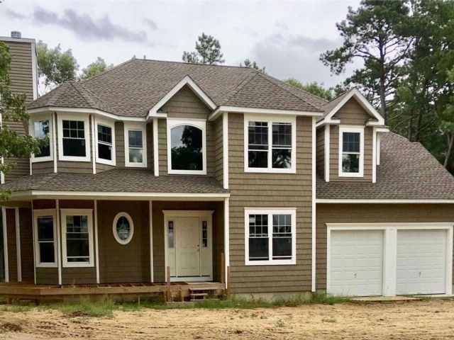 4 BR,  2.50 BTH Colonial style home in Baiting Hollow