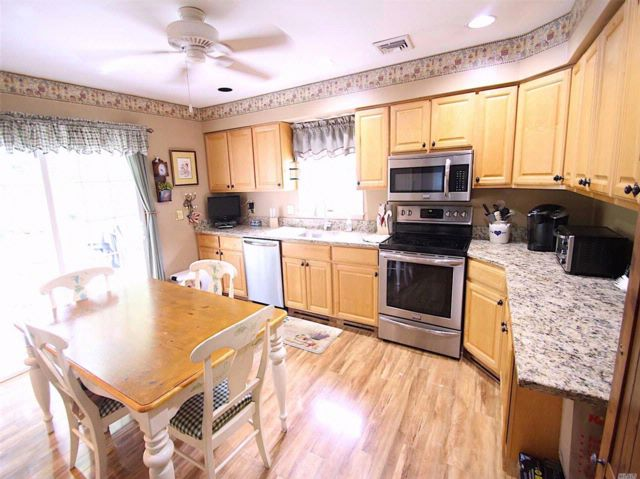 4 BR,  2.00 BTH  Cape style home in Manorville