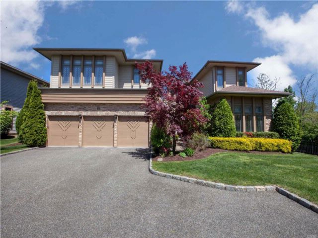 6 BR,  7.50 BTH Homeowner assoc style home in Jericho