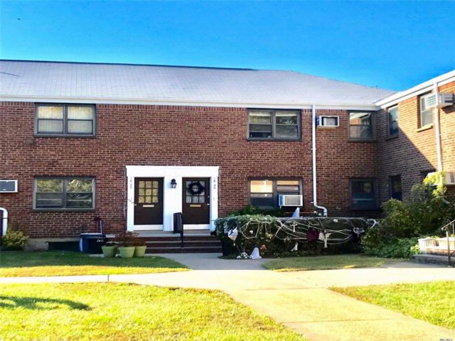 2 BR,  1.00 BTH  Co-op style home in Whitestone