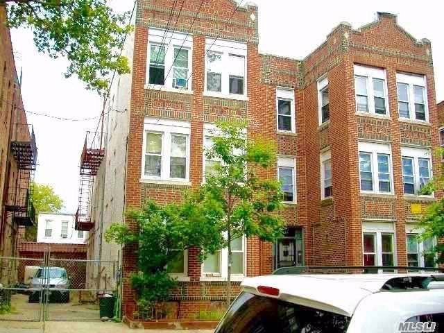 11 BR,  6.00 BTH Colonial style home in East New York