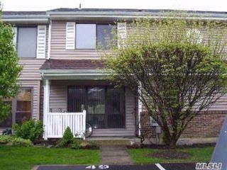 2 BR,  1.50 BTH Homeowner assoc style home in Smithtown