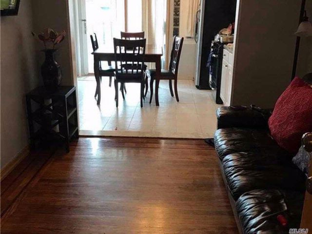 5 BR,  3.00 BTH 2 story style home in Flushing