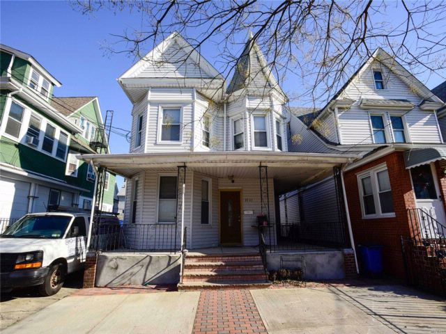 4 BR,  2.00 BTH  Victorian style home in Richmond Hill