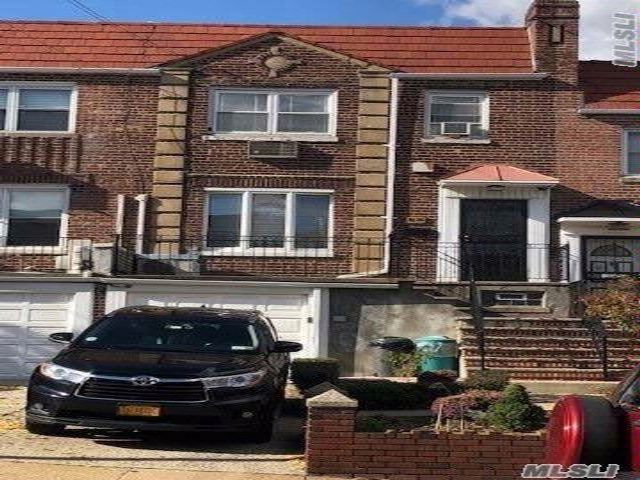 3 BR,  2.00 BTH Townhouse style home in Woodside