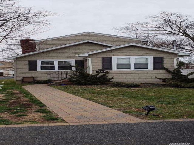 3 BR,  2.00 BTH Colonial style home in Oceanside