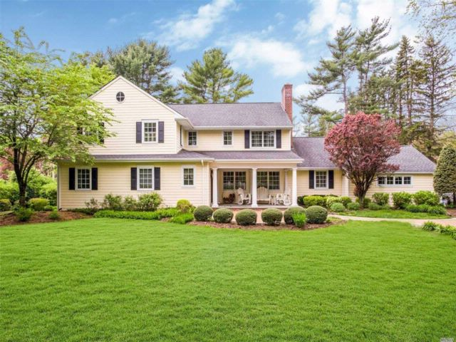 5 BR,  5.50 BTH Colonial style home in Woodbury