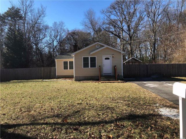 2 BR,  1.00 BTH Ranch style home in Coram