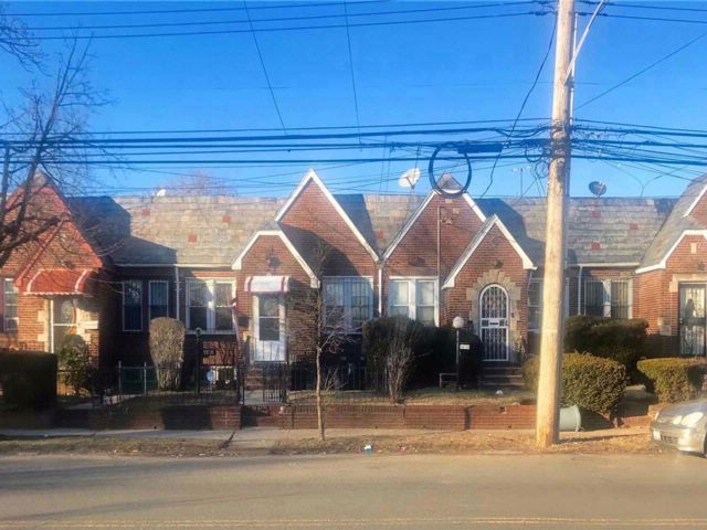 3 BR,  2.00 BTH Ranch style home in Cambria Heights