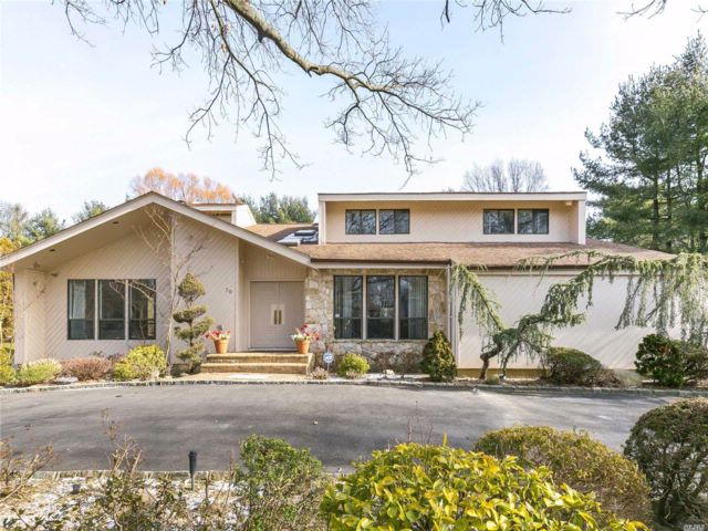 5 BR,  4.50 BTH Contemporary style home in Muttontown