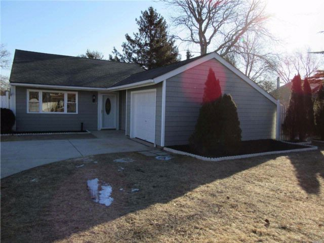3 BR,  1.00 BTH  Ranch style home in Medford