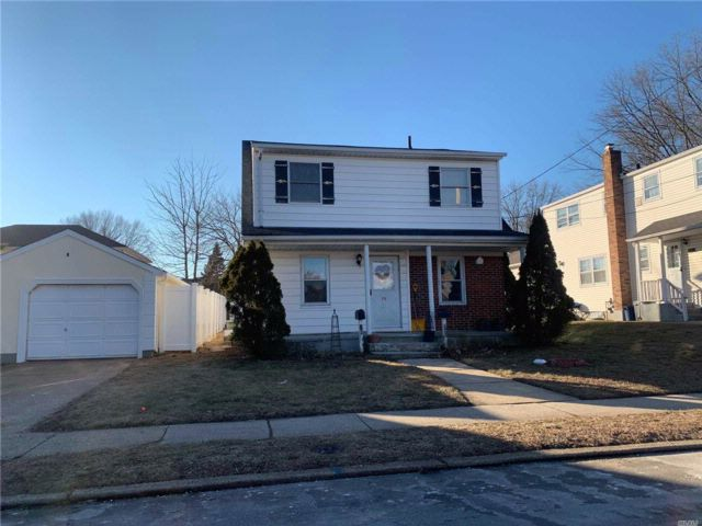 4 BR,  2.00 BTH Colonial style home in Westbury