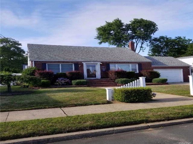 3 BR,  2.00 BTH Exp cape style home in Amity Harbor