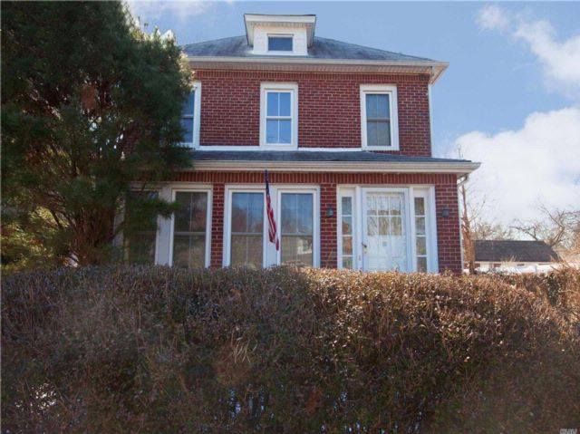 3 BR,  1.50 BTH Colonial style home in Amityville