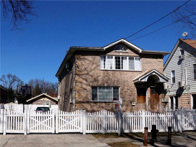 4 BR,  5.00 BTH  2 story style home in Fresh Meadows