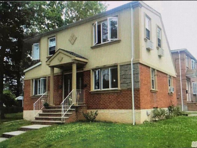 5 BR,  3.00 BTH 2 story style home in College Point