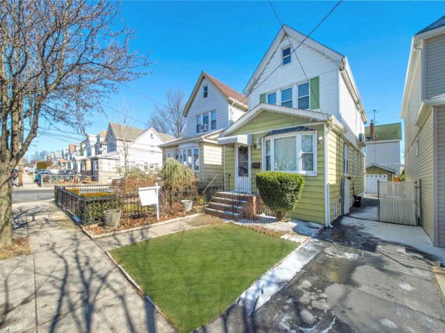 3 BR,  1.00 BTH  Other style home in Bellerose