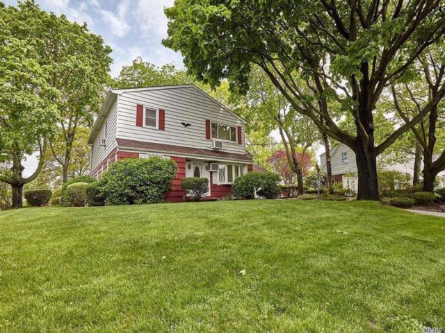 4 BR,  2.50 BTH  Colonial style home in Massapequa
