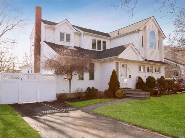 5 BR,  3.00 BTH Colonial style home in East Meadow