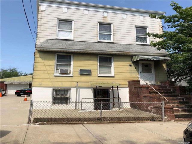 5 BR,  2.50 BTH 2 story style home in Maspeth