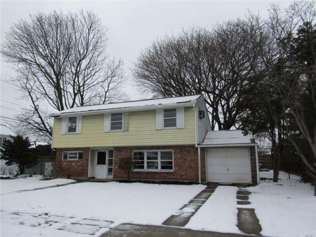 3 BR,  1.50 BTH  Split style home in North Massapequa