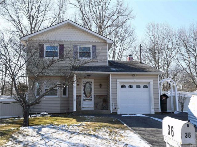 3 BR,  1.50 BTH Colonial style home in East Moriches