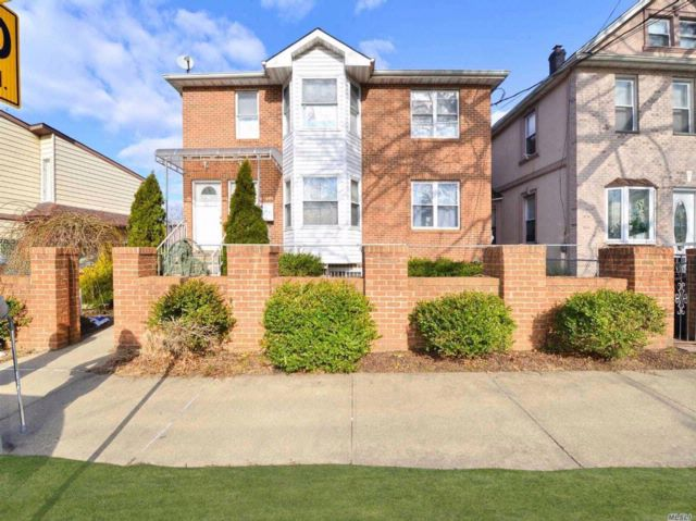 6 BR,  5.00 BTH 2 story style home in Fresh Meadows