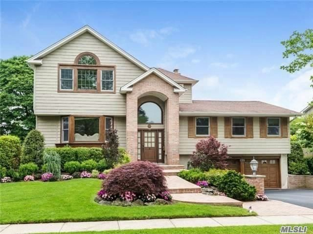 5 BR,  4.00 BTH Raised ranch style home in Jericho