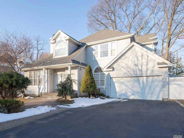 4 BR,  3.55 BTH Post modern style home in Syosset