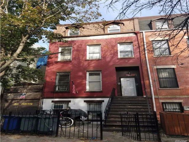 9 BR,  0.00 BTH Other style home in Bushwick