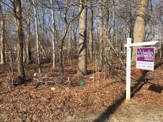 Lot <b>Size:</b> 100x100 &nbsp;Land style home in Wheatley Heights