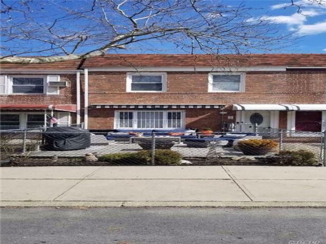 3 BR,  1.50 BTH Colonial style home in Fresh Meadows