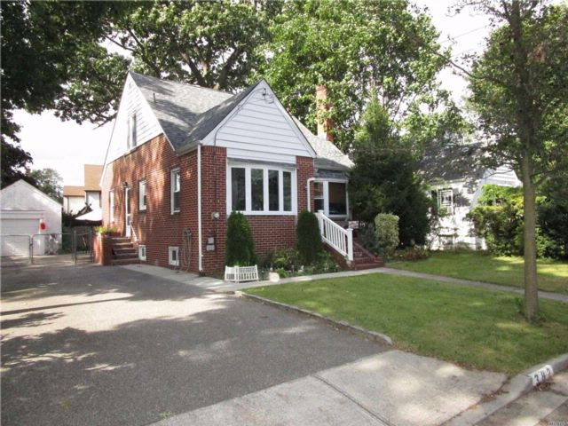 3 BR,  1.00 BTH  Cape style home in West Hempstead