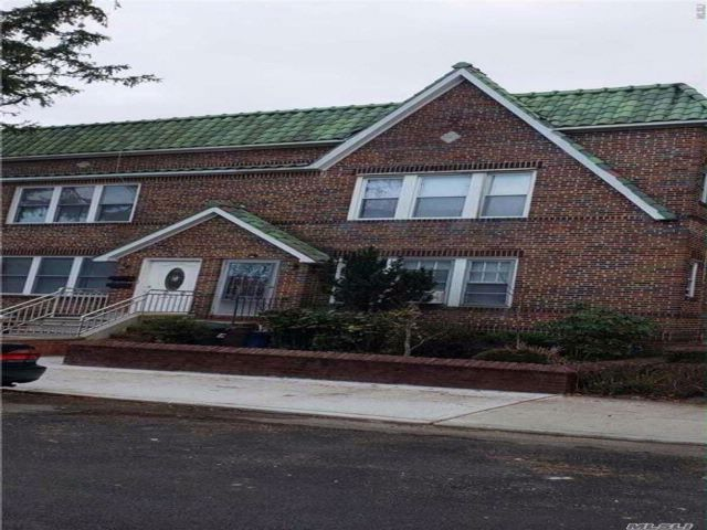 3 BR,  2.50 BTH Townhouse style home in Bayside