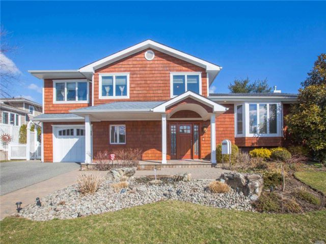 5 BR,  3.50 BTH Split style home in Jericho