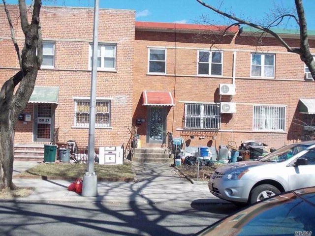 3 BR,  1.50 BTH Townhouse style home in Flushing