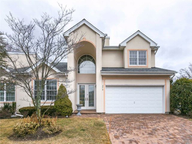 3 BR,  2.50 BTH Condo style home in Melville