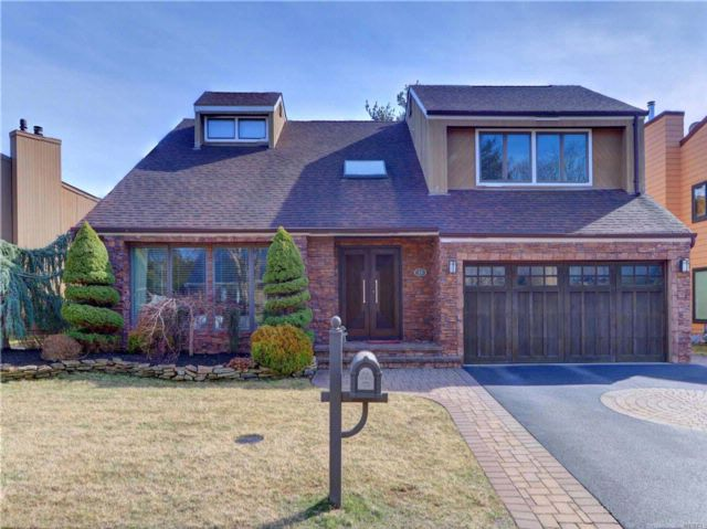 5 BR,  3.50 BTH Contemporary style home in Syosset